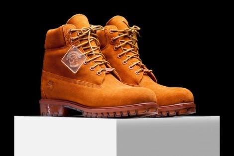 Ideal for the Fall season, this Timberland 6-Inch Boot comes constructed out of a premium suede upper that also happens to be waterproof. The Dark Rust hue takes care of the entire upper, while tonal rope laces and a similar (darker) hue is used for the outsole.