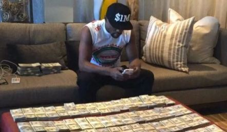 Floyd-Mayweather-money